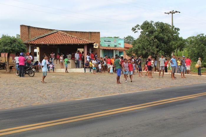 Manifestantes Bloqueiam BR 230, na Altura da Comunidade dos Potes - Imagem 3