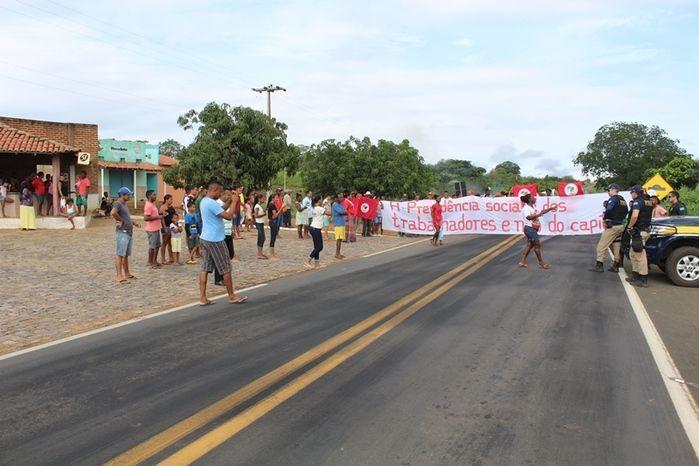 Manifestantes Bloqueiam BR 230, na Altura da Comunidade dos Potes - Imagem 11
