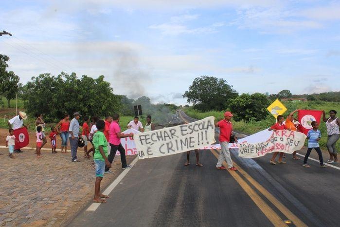 Manifestantes Bloqueiam BR 230, na Altura da Comunidade dos Potes - Imagem 7