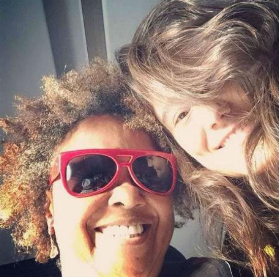 Simone Floresta publica foto ao lado da namorada, Sandra de Sá  (Crédito: Reprodução)