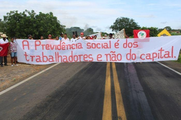Manifestantes Bloqueiam BR 230, na Altura da Comunidade dos Potes - Imagem 9