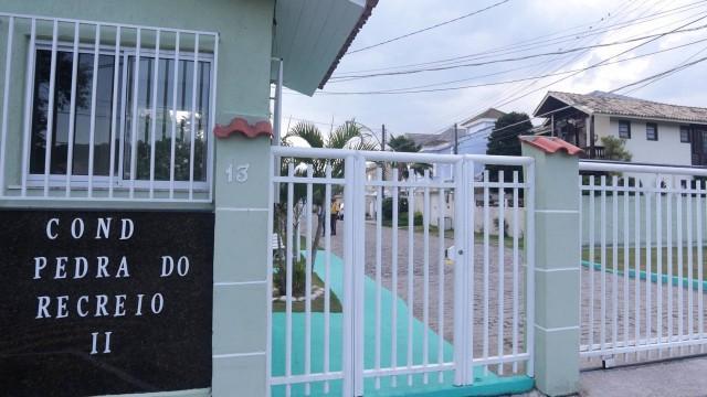Goleiro Bruno divide opinião de moradores em condomínio onde mora