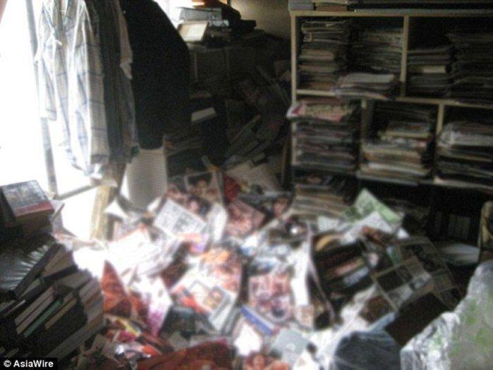 Homem morre esmagado por pilhas de toneladas de revista pornôs
