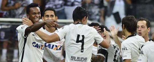 Corinthians vence Santos e segue na liderança do Grupo A