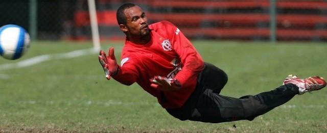 Chapecoense nega interesse em contratar goleiro Bruno