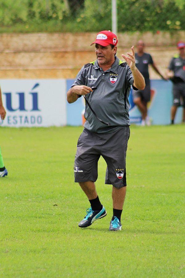 Eduardo Húngaro comanda treino antes de enfrentar o Parnahyba (Crédito: Victor Costa)
