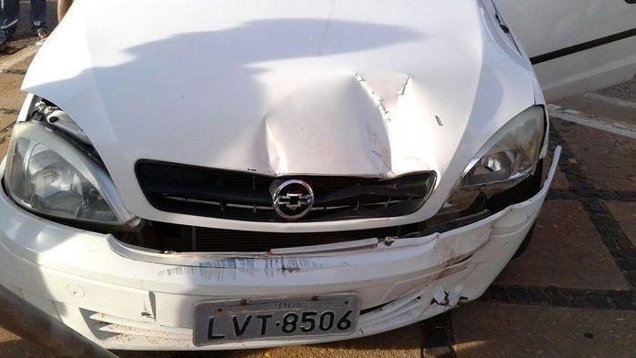 Carro invade preferencial e provoca acidente em José de Freitas