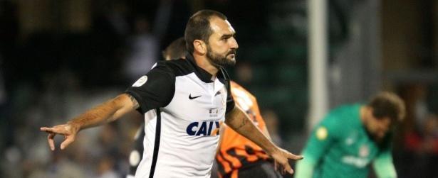 Médico do Corinthians diz que Danilo quase teve perna amputada