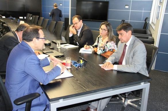 Wellington Dias em audiência com o vice-presidente de Habitação da Caixa Econômica Federal, Nelson Antônio de Sousa
