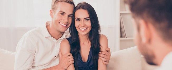 Treinador sexual presencia casais transando e cobra R$ 3 mil