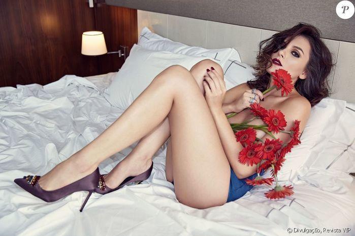 Monica Iozzi faz topless em ensaio e fala sobre empoderamento
