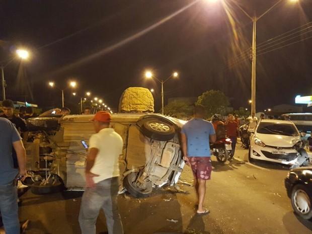 Acidente a BR-316 na altura do bairro Parque Piauí, na zona Sul de Teresina (Crédito: Divulgação)