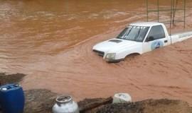 Carro é levado pela correnteza de riacho na Zona Rural de Redenção