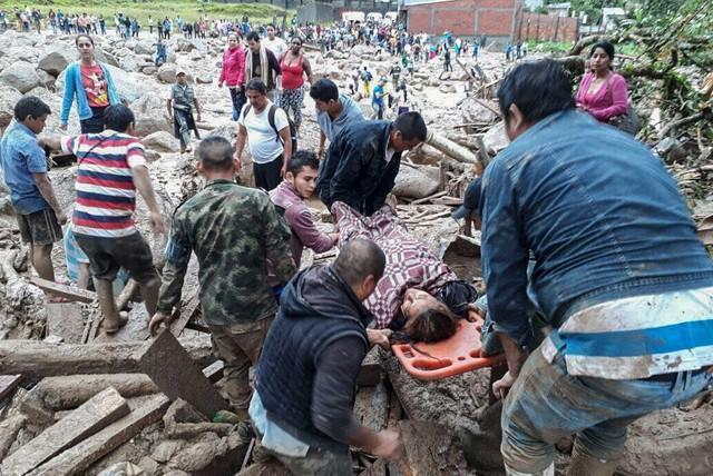 Chuva e deslizamento de terra deixa 100 mortos no sul da Colômbia (Crédito: Ejercito de Colombia / AFP )
