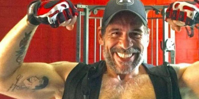 """Leandro Hassum exibe músculos durante malhação: """"Treino Forte"""""""