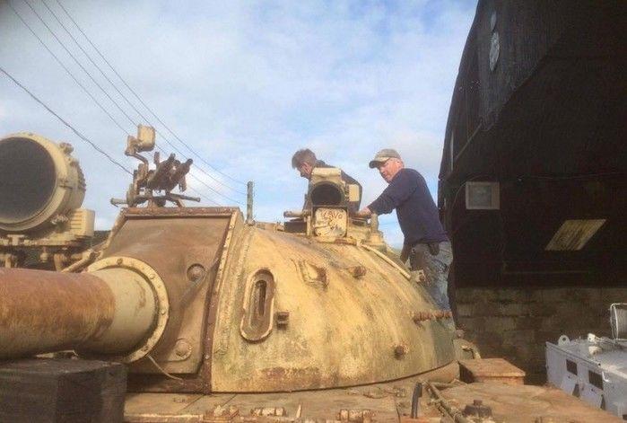 Ingleses acham barras de ouro escondidas em tanque de guerra