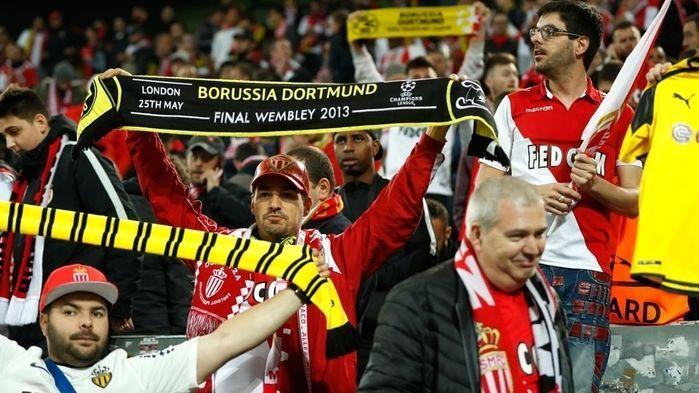 Torcida do Monaco prestou solidariedade ao Borussia Dortmund (Crédito: Getty)