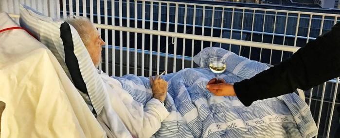 Hospital quebra regra e atende último desejo: cigarro e vinho