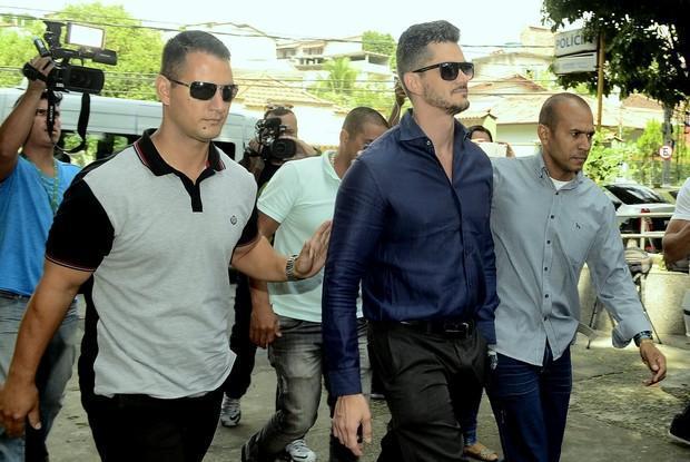 Ex-BBB Marcos vai a delegacia depor sobre suspeita de agressão  (Crédito: Roberto Teixeira / EGO)