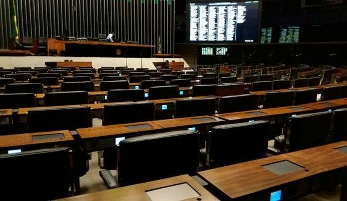 Durante a tarde desta quarta-feira, já não havia mais atividade no plenário da Câmara (Crédito: G1)