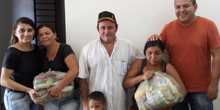 SEMANA SANTA: Prefeitura entrega cestas à famílias carentes