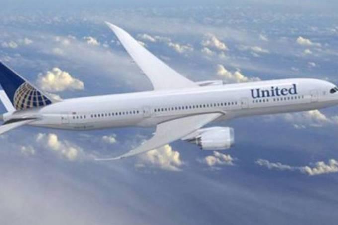 Funcionários não poderão ficar com lugar de passageiros embarcados — United