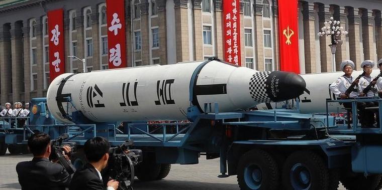 Após dizer que está pronta, Coreia do Norte exibe mísseis