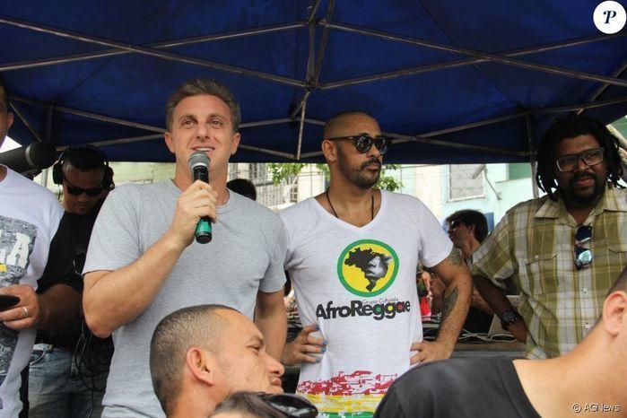 'Huck quer se candidatar a Presidente', afirma líder do AfroReggae