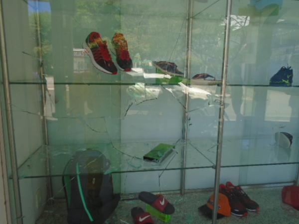 Homem quebra vitrine de loja furta mercadorias em Floriano