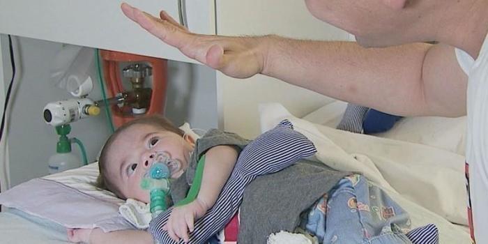 Bebê com doença rara recebe 1ª dose de remédio de R$ 3 milhões