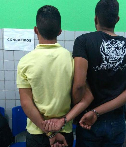 Dupla acusada de assaltos  (Crédito: Divulgação)