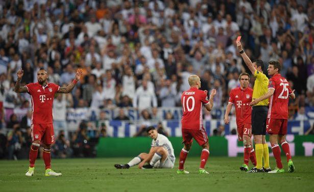 Vidal foi expulso no início do segundo tempo (Crédito: Reprodução)