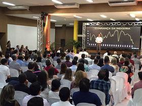 Economista Ricardo Amorim realiza palestra no Cocais Shopping