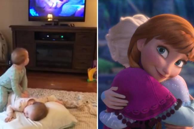 """Gêmeas de 2 anos de idade recriam cena da animação """"Frozen"""""""