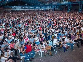 Whindersson Nunes arrasta multidão em show em Teresina