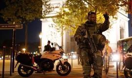 Tiroteio na Champs-Élysées deixa policial morto e dois feridos