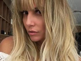 Deborah Secco surge com novo visual e franja nos cabelos