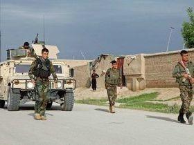 Ataque talibã deixa mais de 100 militares mortos no Afeganistão