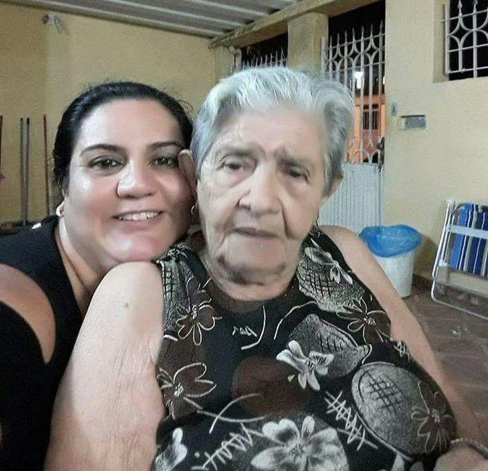 Rubia e a avó Maria do Carmo (Crédito: Reprodução)