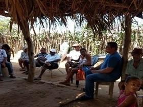 Prefeito participa de reunião com moradores de assentamento
