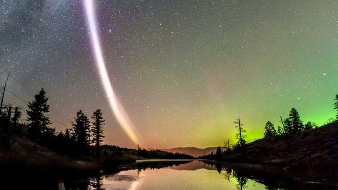 O grupo de cientistas amadores costuma compartilhar fotos de auroras boreais no Facebook (Crédito: Reprodução)