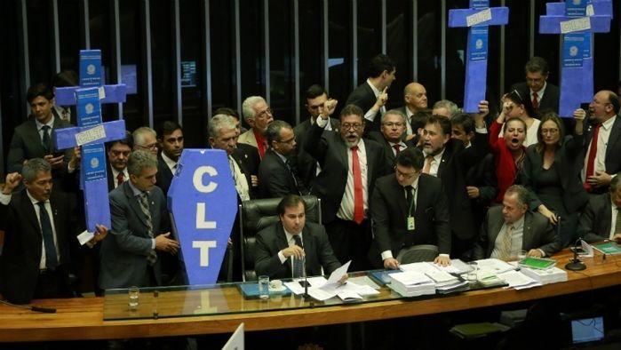 Câmara aprova proposta de reforma trabalhista