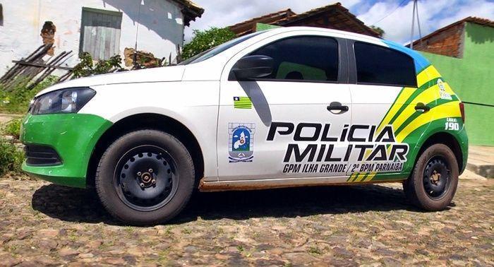 Viatura de onde um dos suspeitos fugiu algemado. (Crédito: João Júnior / Rede Meio Norte)