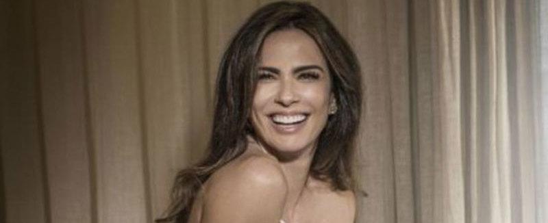 Luciana Gimenez posa nua com o corpo coberto por lençol