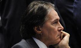 Eunício Oliveira se irritou com notícia de TV antes de passar mal