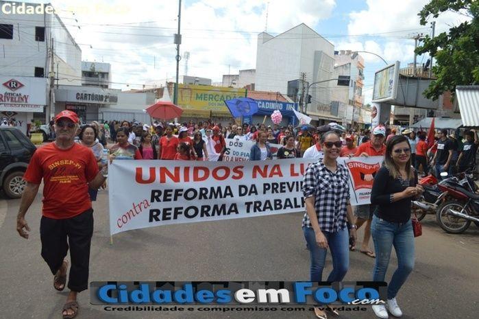 Picos também foi às ruas dizer não às reformas do governo federal (Crédito: Júnior Oliveira)
