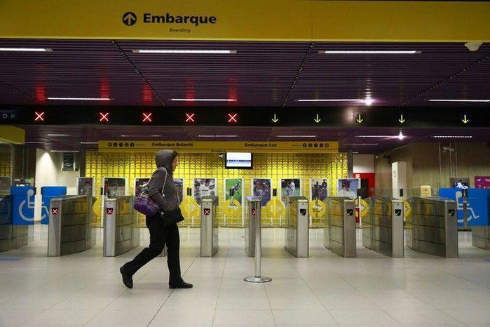 Estação Fradique Coutinho, da Linha 4-Amarela do Metrô de SP, vazia em dia de greve geral.