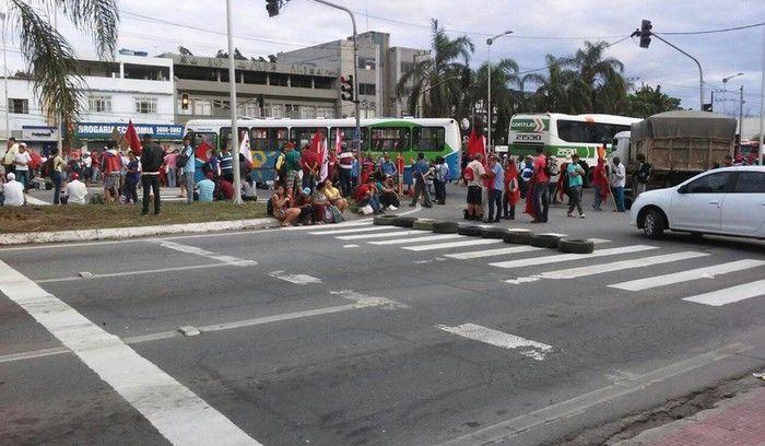 Manifestantes bloqueiam pontos da Grande Vitória em protesto