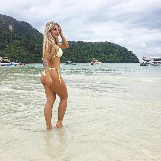 Ex-BBB Vanessa Mesquita esbanja corpão em férias na Tailândia