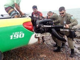 PM resgata moto jogada no mar, em Luís Correia